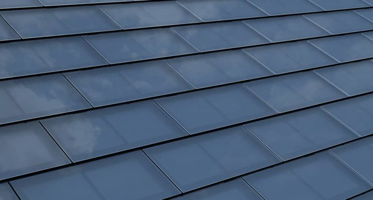 Roof with solar shingles